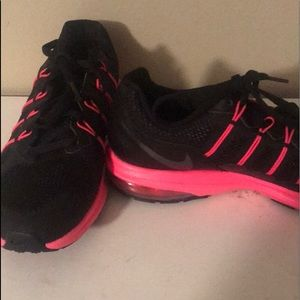 Cute womens size 8 Nike tennis shoes. Worn once